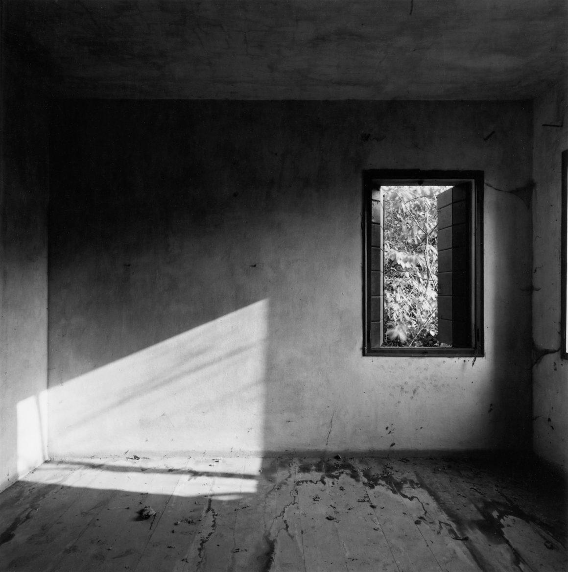 Guido Guidi, Preganziol, 1983, stampa ai sali d'argento, cm 24x30, © Guido Guidi, courtesy Viasaterna